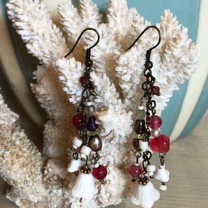 Jewelry - Sweet pair of dangly earrings